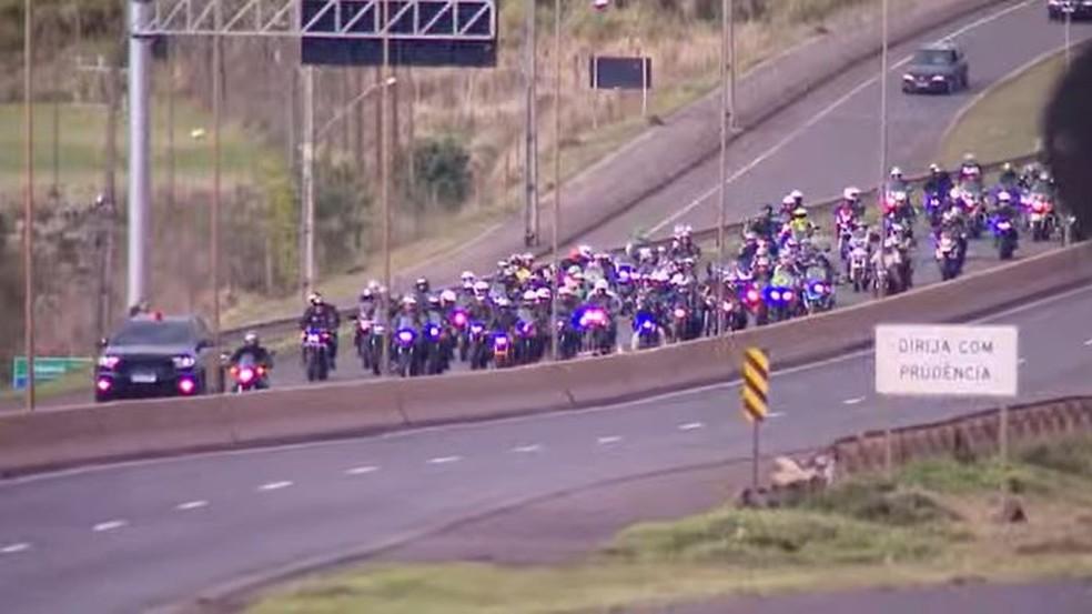 Bolsonaro participa de passeio de moto com apoiadores em SC7