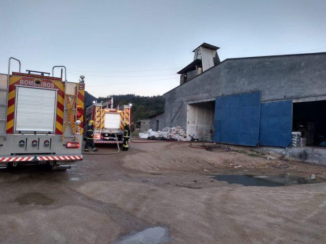 Corpo de Bombeiros previne R$ 1 milhão em prejuízo após combate a incêndio em São Ludgero
