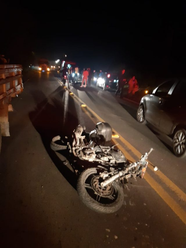 Motociclista morre após colidir na traseira de caminhão na SC-108, em Urussanga