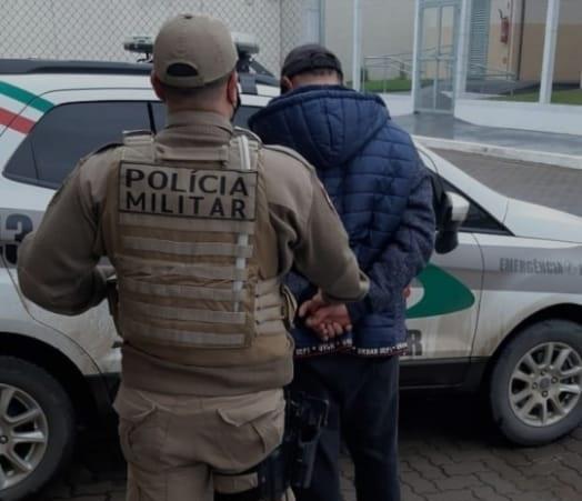 Polícia Militar de Lauro Müller prende homem por estupro de venerável